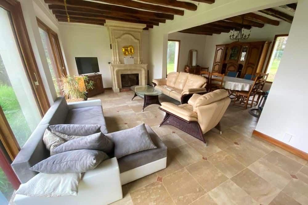 House With 4 Bedrooms in Mouterre-silly, With Furnished Garden and Wifi