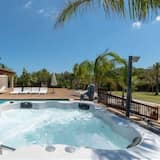 Alcudia Holiday Home, Sleeps 8 with Pool, Air Con and WiFi