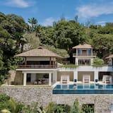 Villa Chelay - Luxury Waterfront Villa