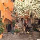 The Red House at Arco Degli Acetari