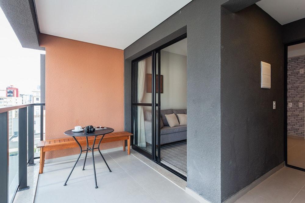 Paaugstināta komforta dzīvokļnumurs - Havajiešu stila veranda