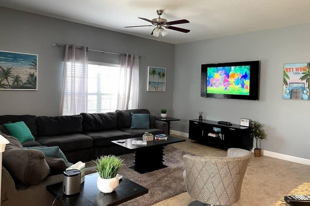 Tropical Beauty 5 Bed Home Near Disney! 5 Bedroom Home