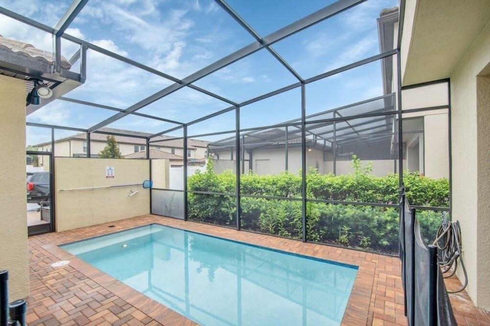 Byhus - 5 soveværelser - Pool