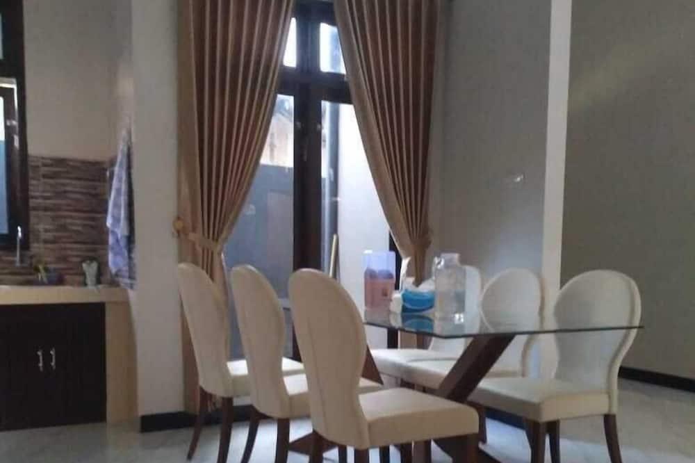 Family Σπίτι - Γεύματα στο δωμάτιο