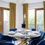 Classic Apartment - In-Room Dining