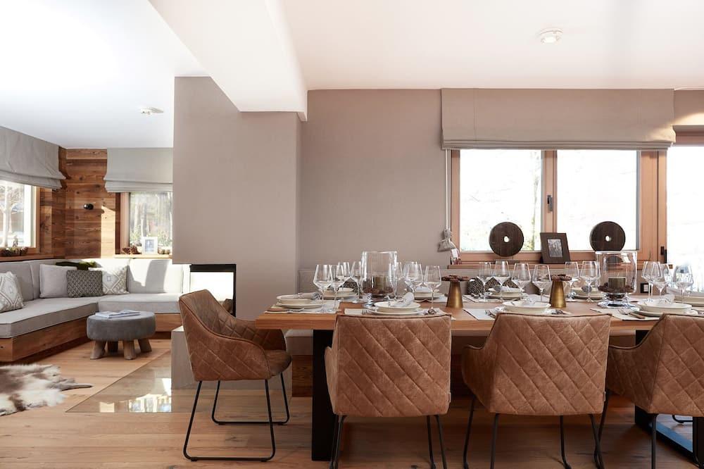 Liukso klasės apartamentai - Vakarienės kambaryje