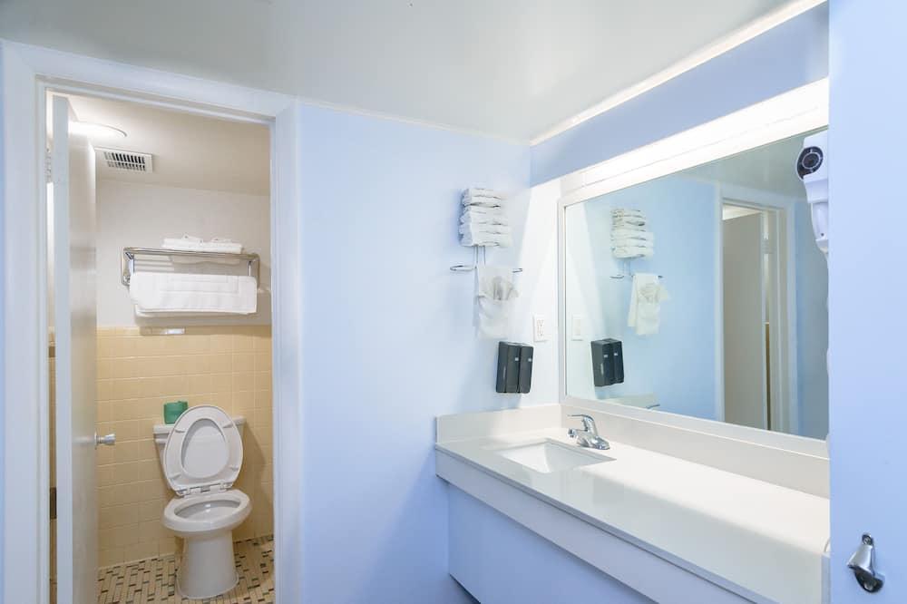 Two King Beds Room - Bathroom
