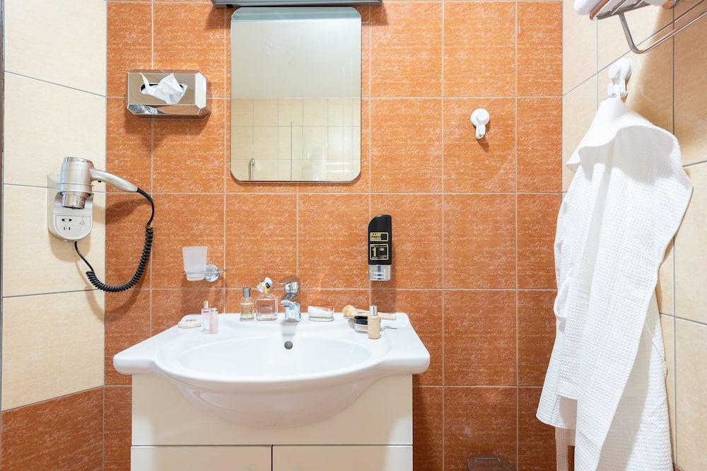 Familien-Maisonette, 2Schlafzimmer, Kochnische - Badezimmer