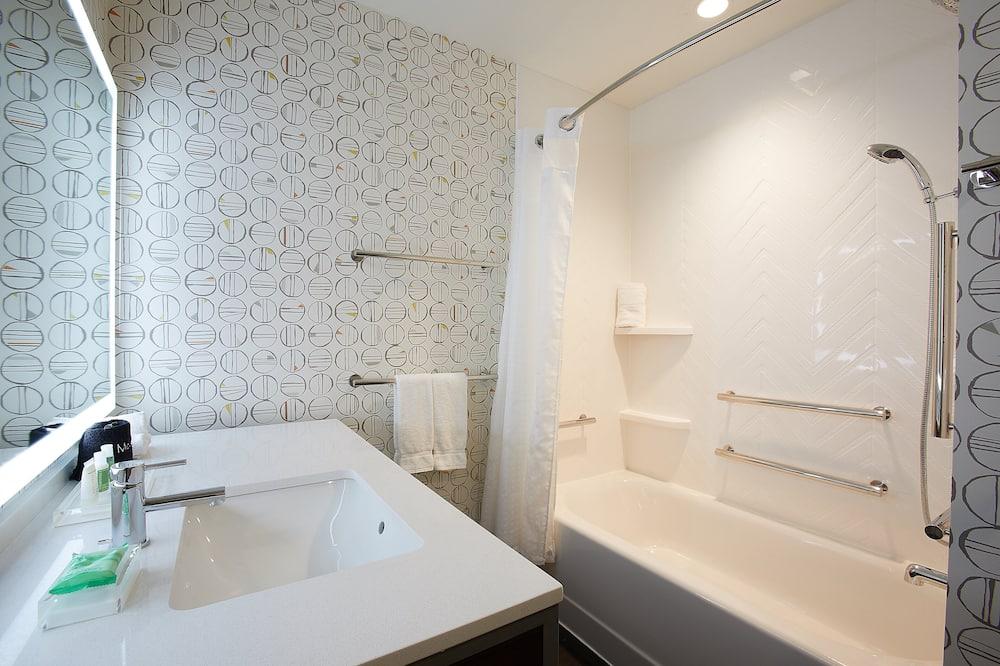 Izba, 1 extra veľké dvojlôžko, bezbariérová izba, nefajčiarska izba (Mobility,Tub) - Kúpeľňa