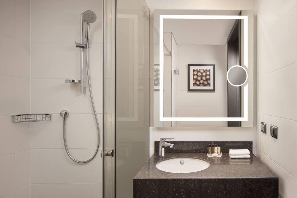 Deluxe Room, 1 King Bed, Corner - Bathroom