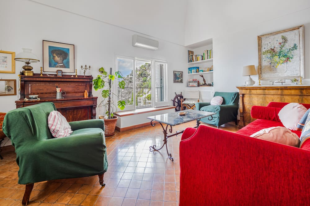 Panoramic Villa - Living Room