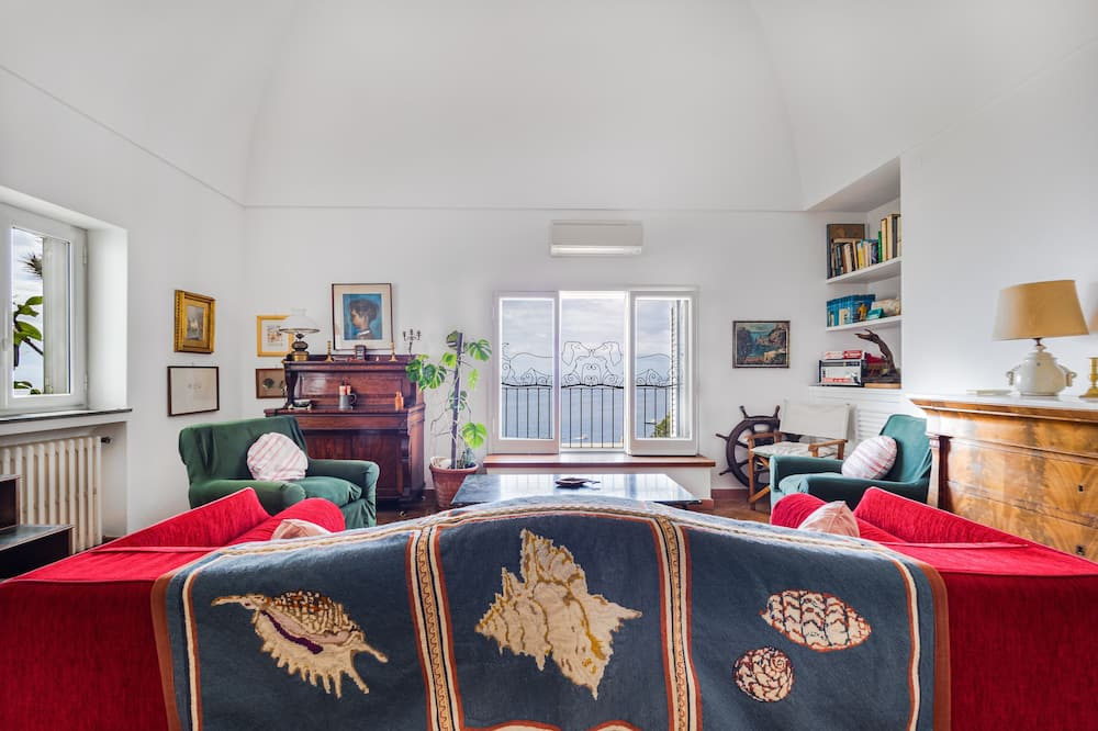 Panoramic Villa - Living Area