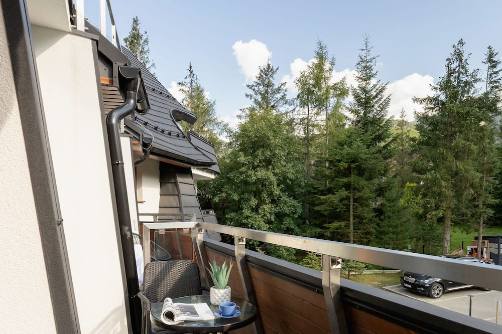 Apartament, 2 sypialnie, balkon, widok na góry - Balkon