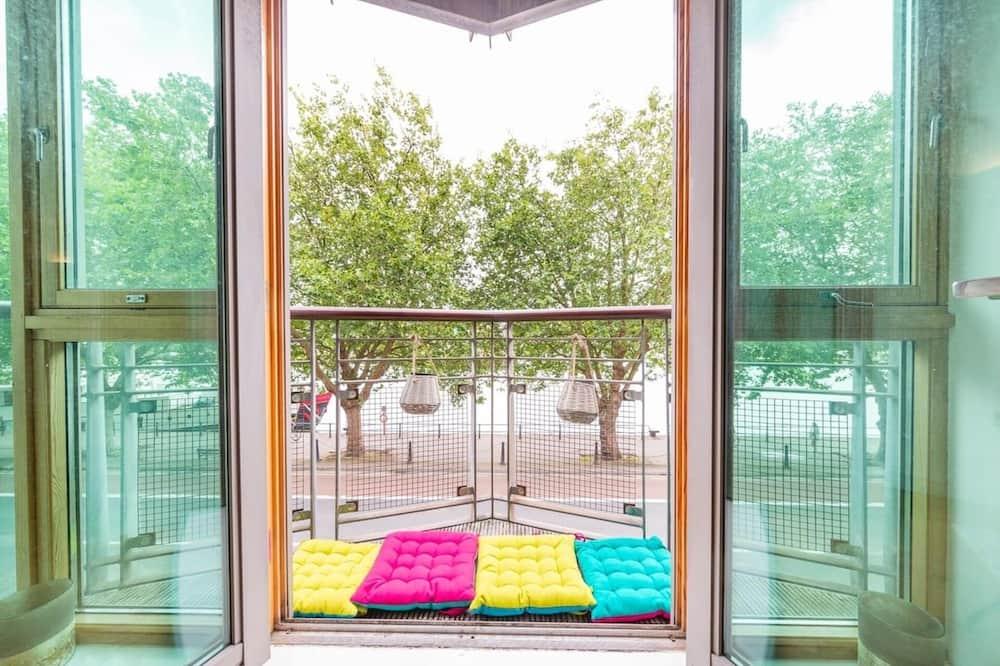 Апартаменты, 2 двуспальные кровати - Балкон