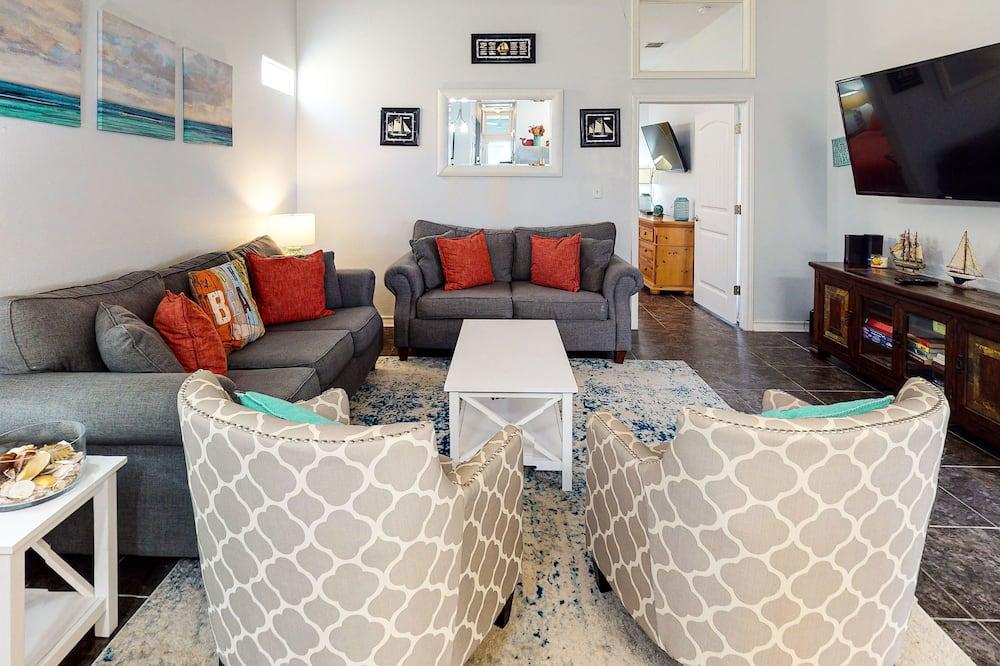 Pb220: The Main Sail 3 Bedroom Home