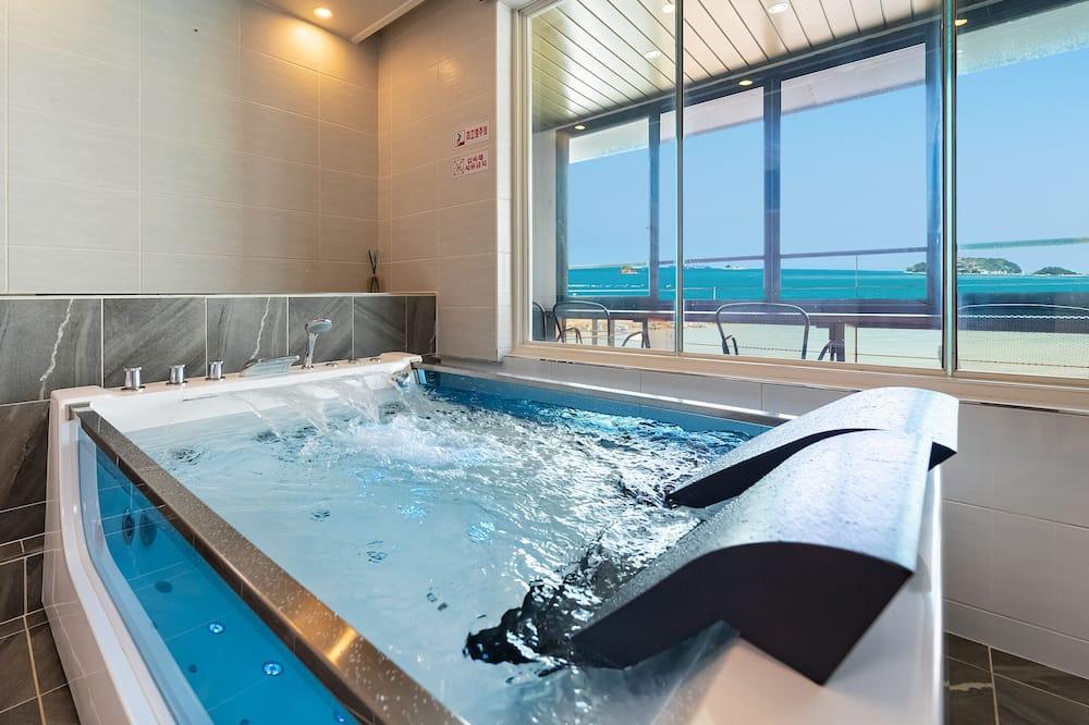 #403 (Ocean View Spa) - Private spa tub