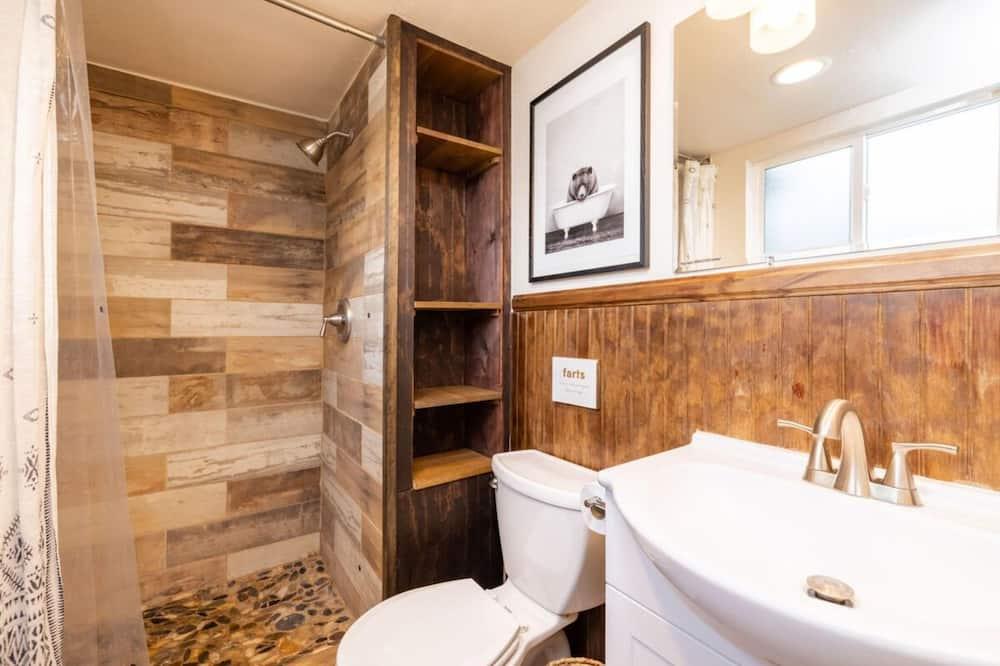 Cabin, 2 Bedrooms - Bathroom