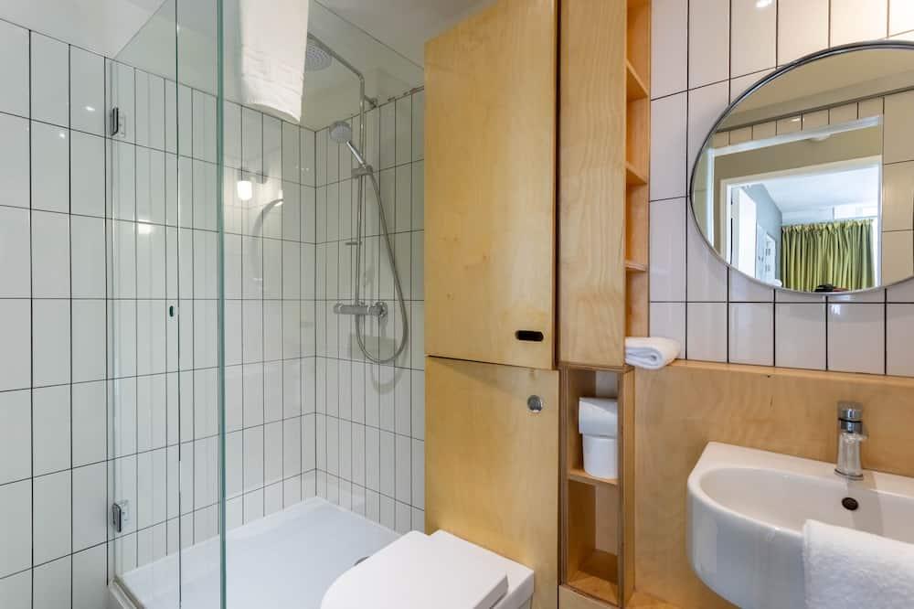 Departamento básico, baño privado, vista a la ciudad - Baño