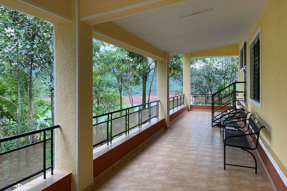 Panoramic Bungalow - Balcony