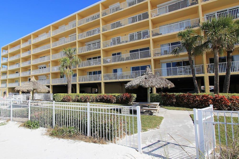 Sand Dollar Resort Condos by Teeming Vacation Rentals