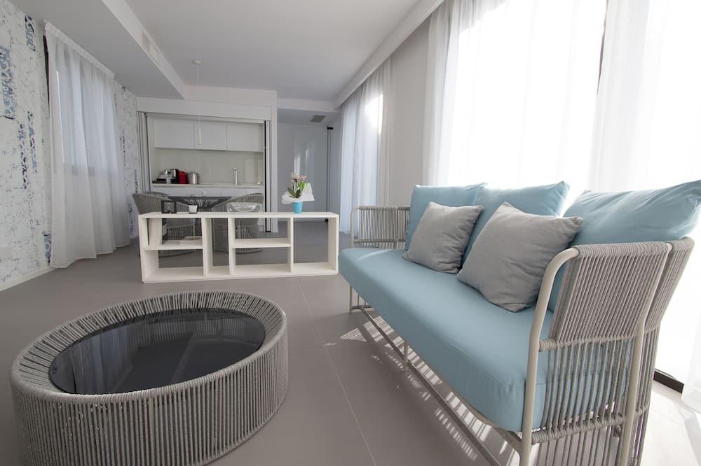 Suite, 2 Queen Beds, Sea View - Living Area