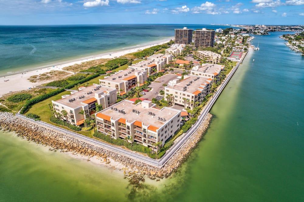 Butas, Kelios lovos (Land's End 204 building 3 - Updated, ) - Paplūdimys