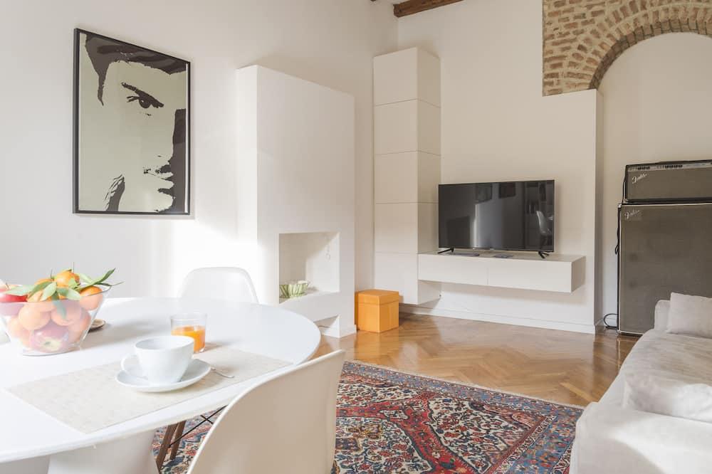 Comfort Apartment, 2 Bedrooms, City View - Living Area
