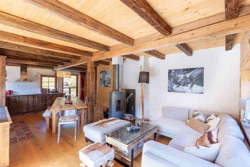 Chalet (3 Bedrooms) - Living Room