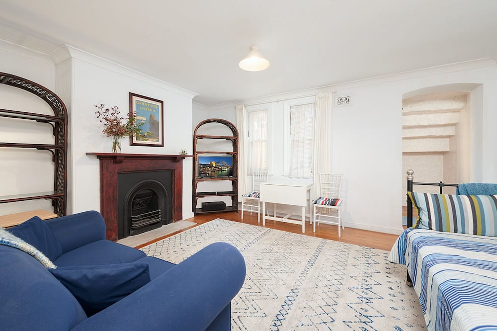 Charming Centrally Located 2 Bedroom Accommodation