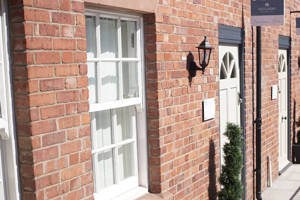 The Gathering Chester 4 Sleeps 14 Very Close to City Centre Racecourse Within Walls