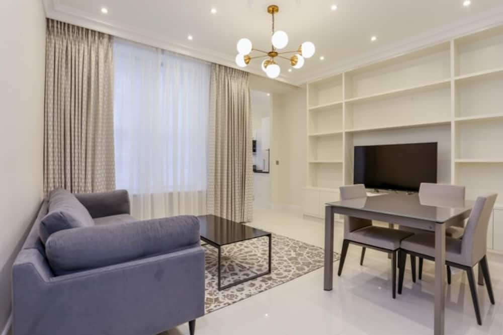 Luxury Mayfair 1 bed Apartment With A C, London