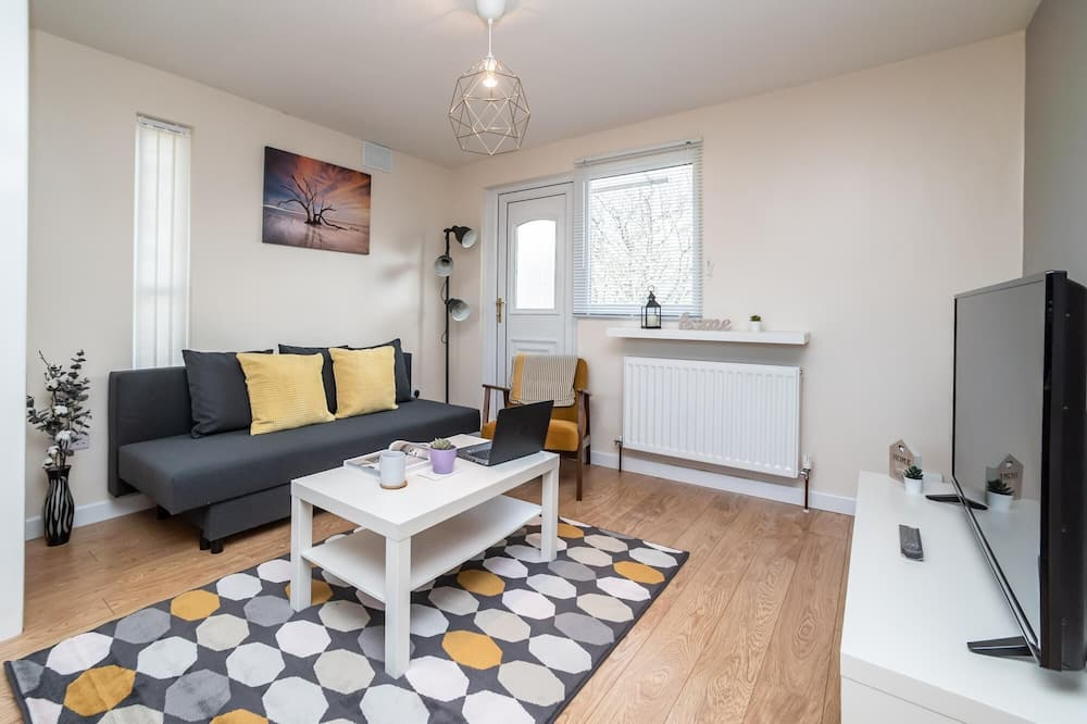 Beautiful 2 bed Apartment Sleeps 5 With Free Parking and Netflix