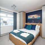 Georgious Modern 4 Bedroom House - Free Parking and Netflix by WHA for Contractors Relocation Busi