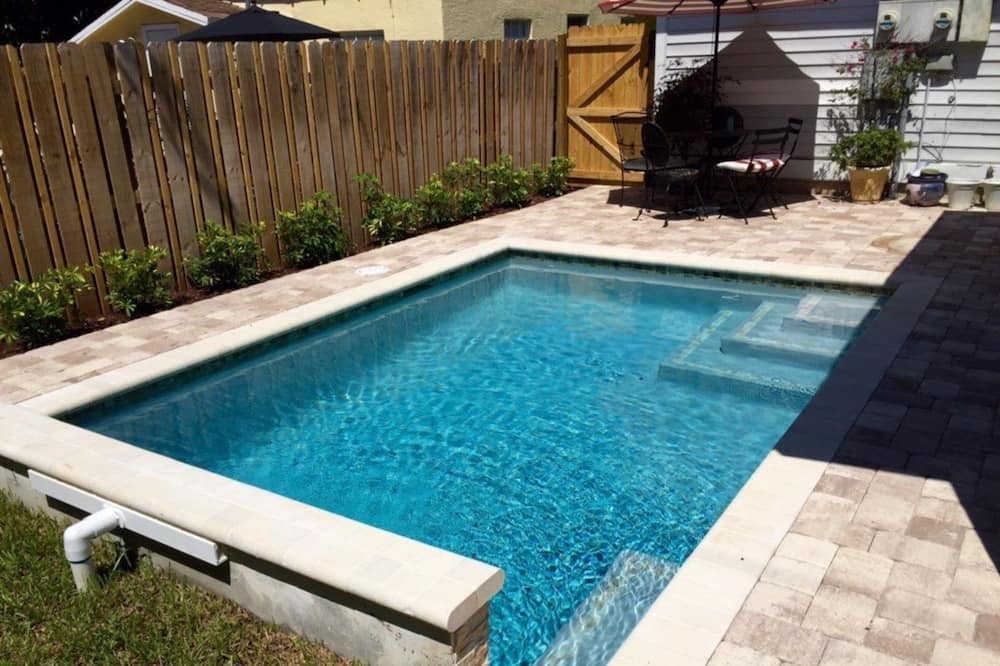Rent a Luxury Apartment Close to the Beach, West Palm Beach Apartment 1829, West Palm Beach