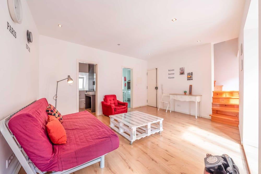 Pokój o podstawowym wyposażeniu, Łóżko podwójne i sofa - Salon