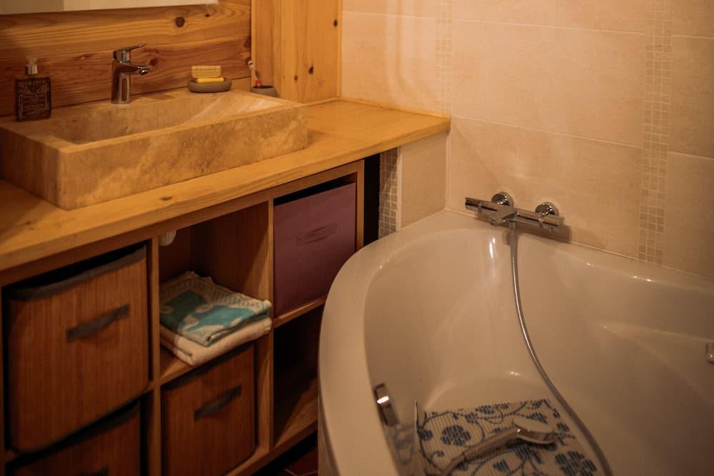 Dzīvokļnumurs, vannasistaba numurā, skats uz dārzu (trois étoiles) - Vannasistaba
