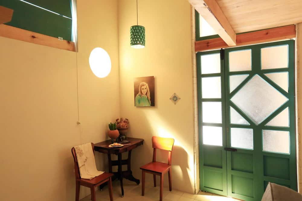House, Smoking - Room