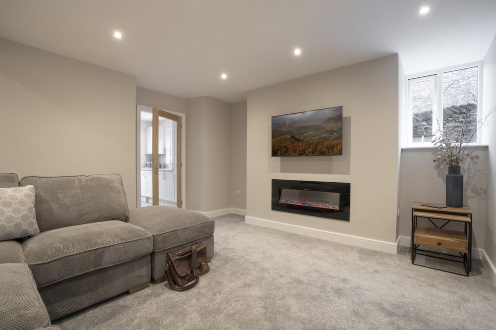 Ferndale s Hideaway - 1 Bedroom Spacious Apartment - Central Ambleside - Parking, Ambleside