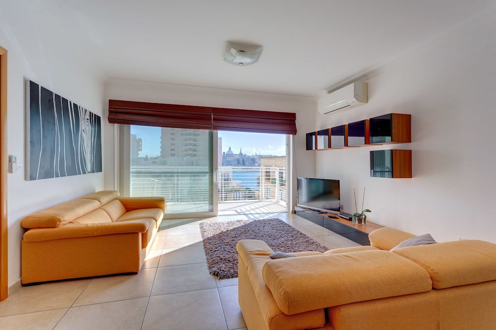 Fabulous Apartment With Pool Upmarket Area
