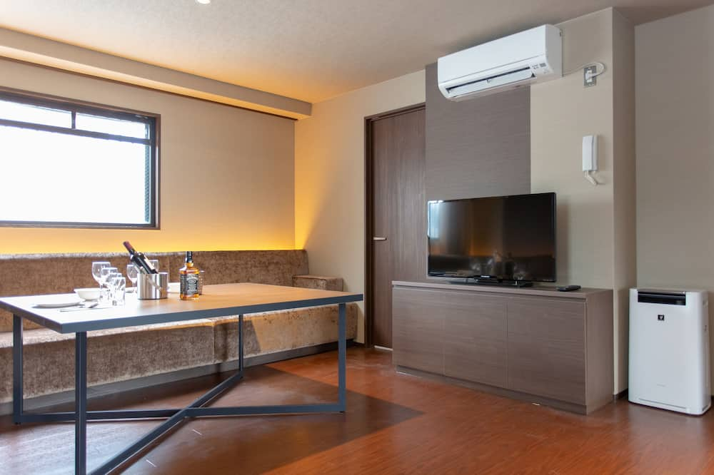 Deluxe Apartment, Non Smoking - Living Room