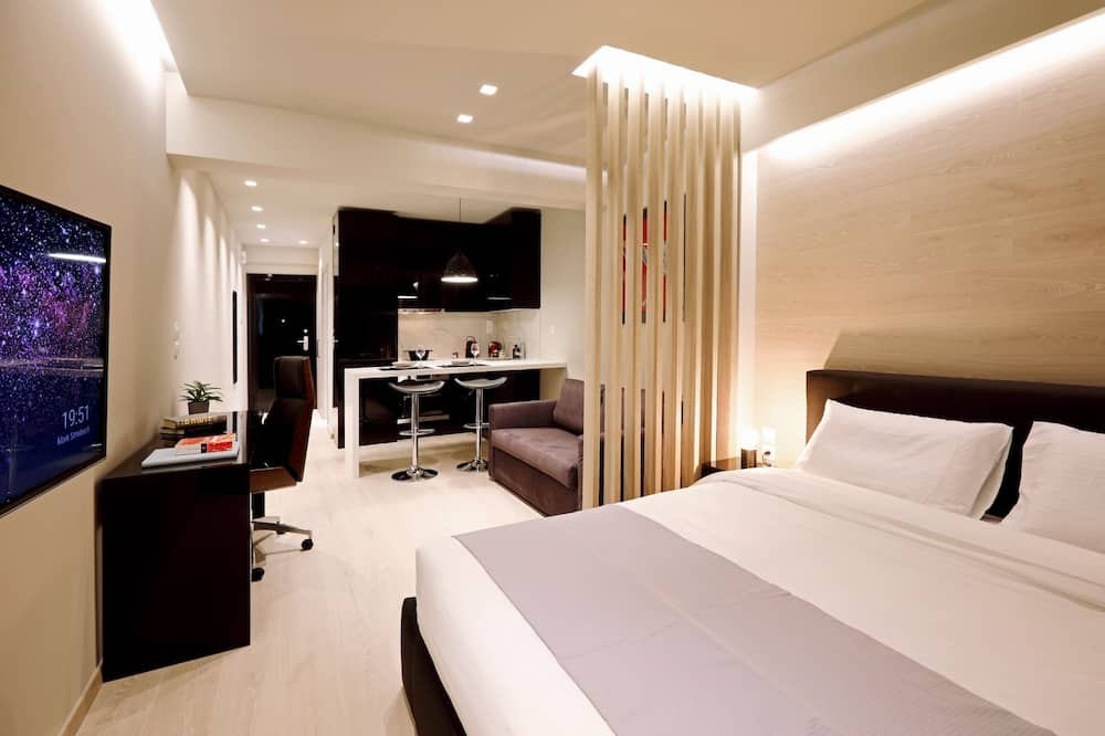 Superior Studio Suite, 1 Queen Bed with Sofa bed, City View - Street View