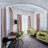 ห้องจูเนียร์ดับเบิล, เตียงคิงไซส์ 1 เตียง, อ่างอาบน้ำ, วิวเมือง - พื้นที่นั่งเล่น
