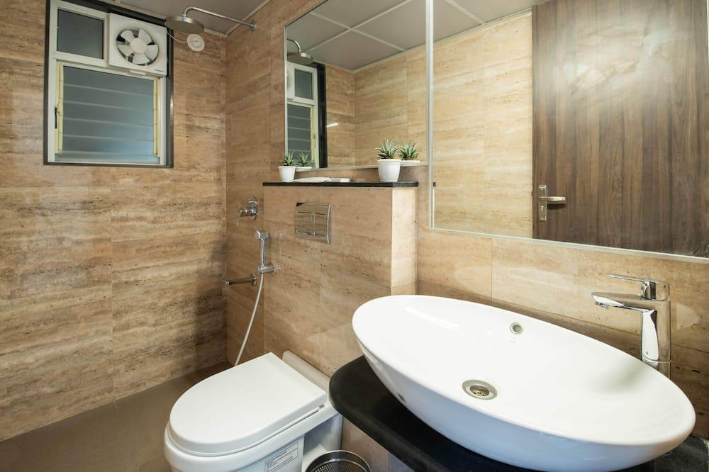 Business Suite - Bathroom