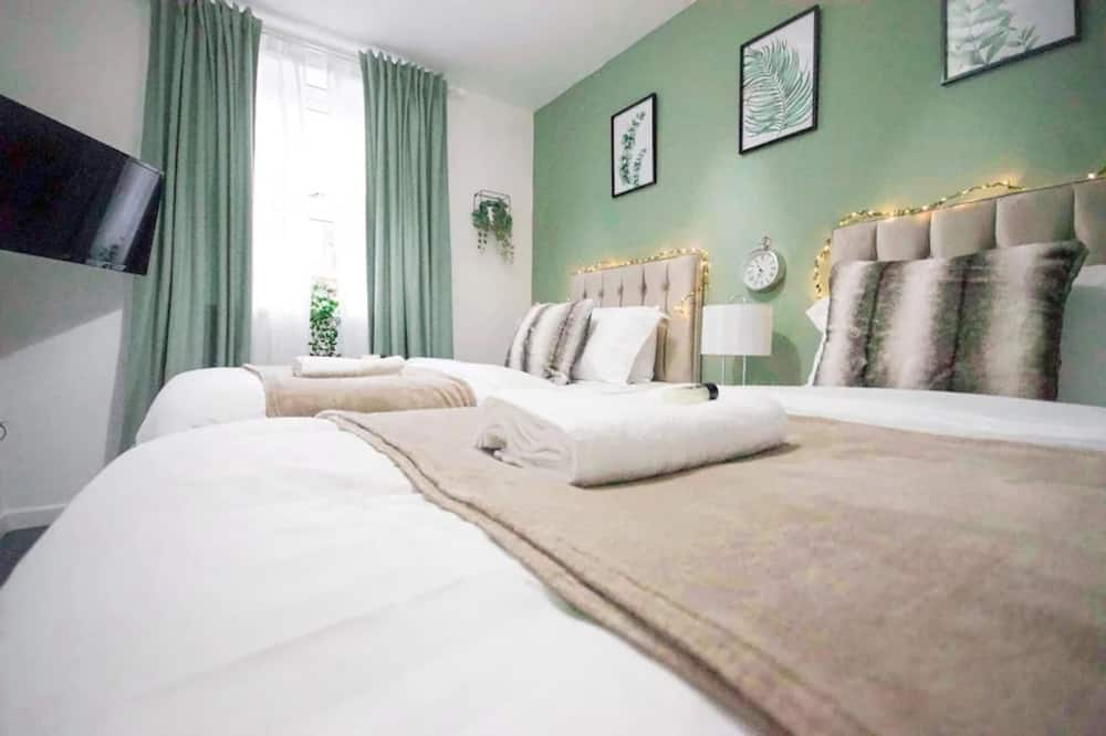 City Centre Stay Sleeps 5 With Gated Parking, Coventry