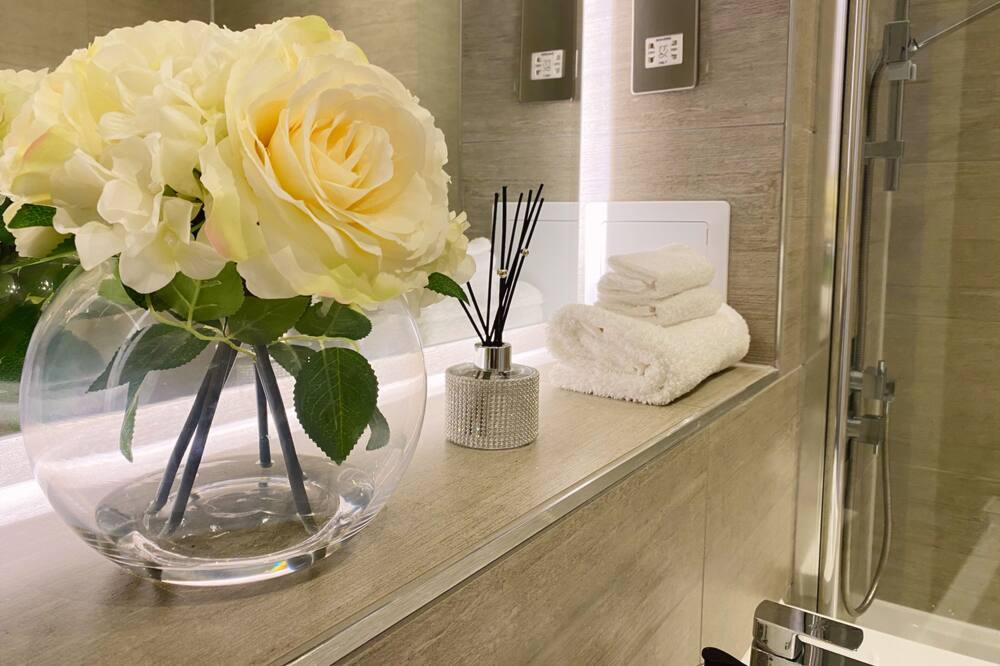 Apartment, Private Bathroom (Newpointe Stunning) - Bathroom