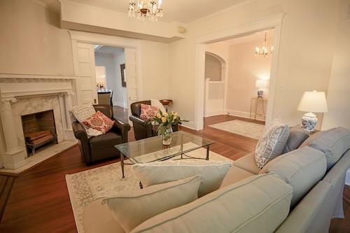 Luxury spacious charming DC row house + parking