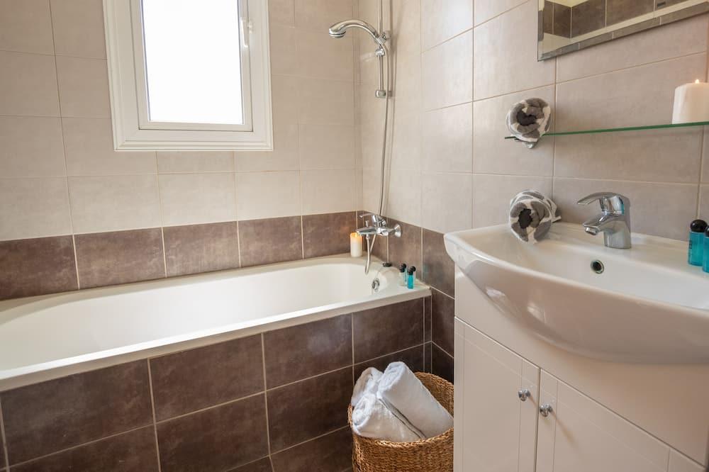 Basic Villa - Bathroom