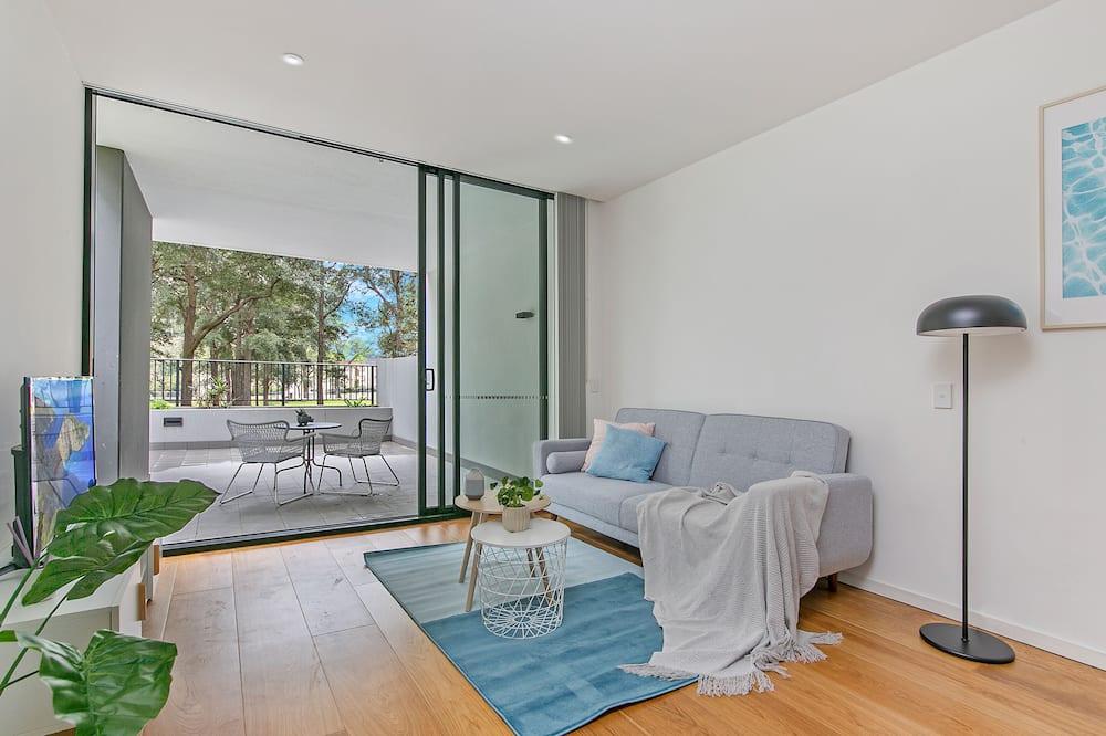 דירה משפחתית, חדר שינה אחד, מרפסת, נוף לפארק - סלון