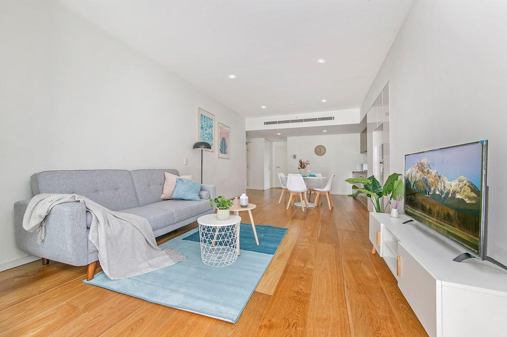 דירה משפחתית, חדר שינה אחד, מרפסת, נוף לפארק - אזור מגורים