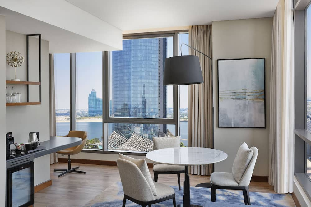 City Suite, 1 Bedroom, Non Smoking, City View - Living Area